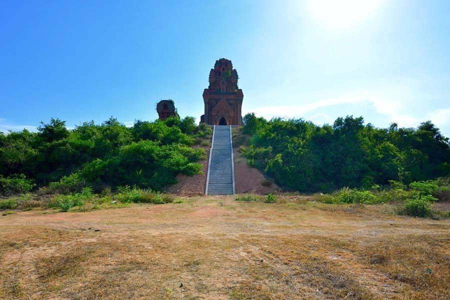 Tháp Bánh Ít