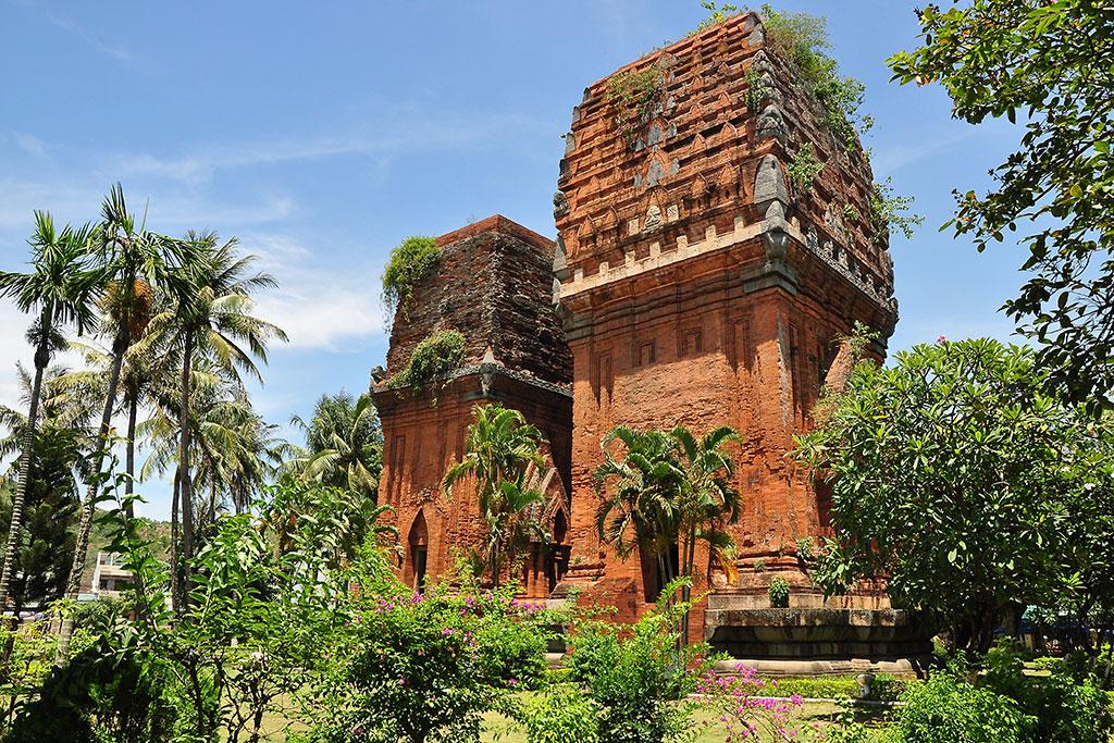 Tháp Đôi Quy Nhơn - Tháp đôi Hưng Thạnh: Dấu tích Chăm ở Bình Định - Tour  Du lịch Quy Nhơn - Bình Định, ĐẶT PHÒNG KHÁCH SẠN QUY NHƠN GIÁ RẺ,
