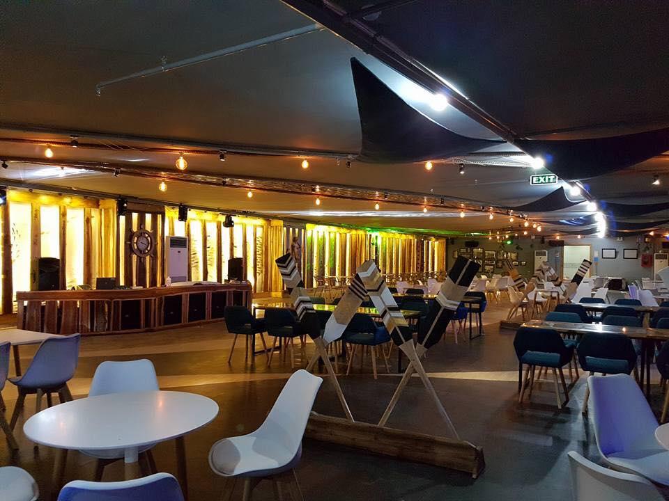 s-blue-Beach Front Bar-Cafe (11)