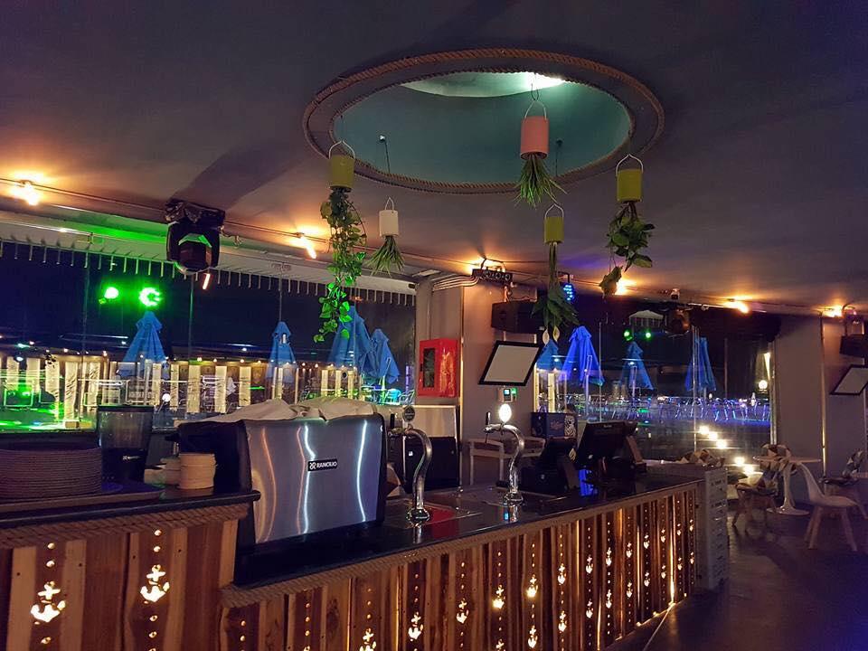 s-blue-Beach Front Bar-Cafe (12)