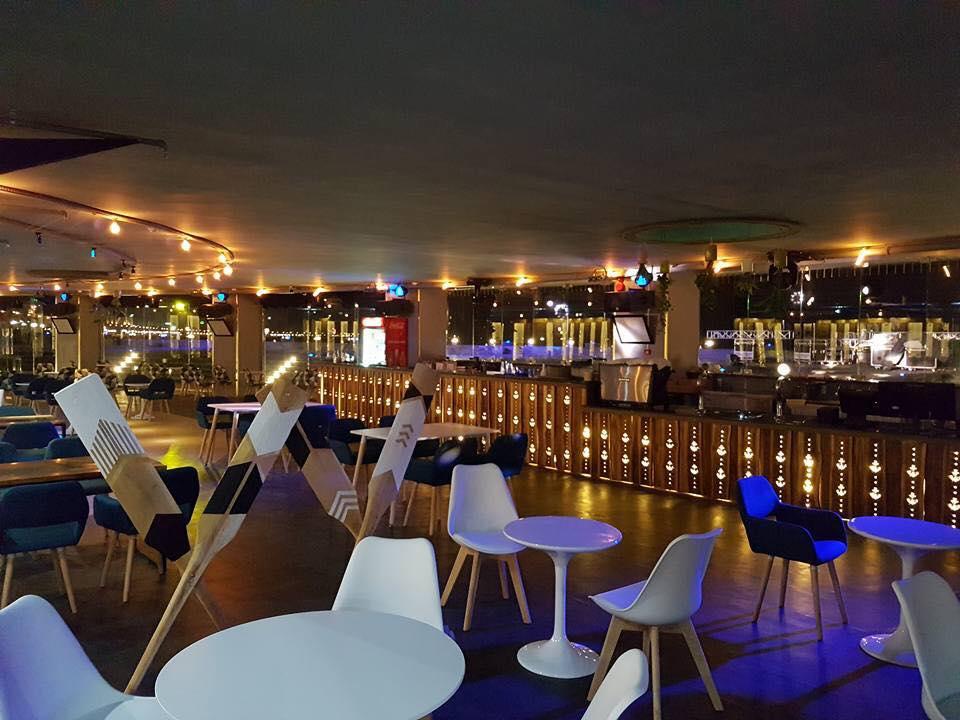 s-blue-Beach Front Bar-Cafe (2)